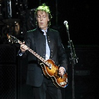 Le guitariste britannique Paul McCartney prépare 2 albums