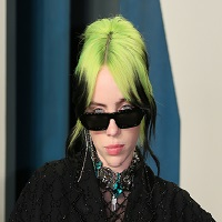 « James Bond » : Billie Eilish refait surface avec le clip